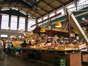 Vista dell'interno del mercato di San Lorenzo a Firenze, prima dell'infausta ristrutturazione
